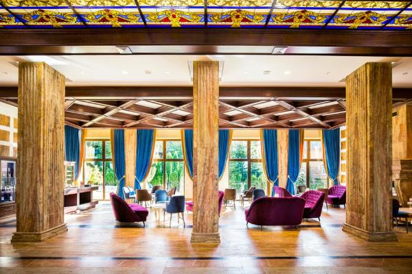 grand-hotel-tornik-lobi-bar