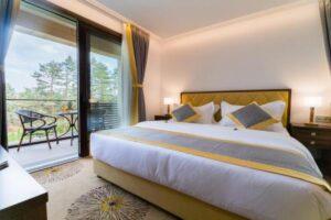 soba-sa-francuskim-lezajem-hotel-buket